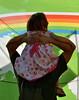Noi stupidi umani che crediamo ancora nel futuro (Colombaie) Tags: roma pride romapride 2018 gay lgbt lgbtqi lazio capitale omosessuale omosessuali eterosessuali lesbica lesbiche famiglia gente persone marciare diritti umani 9giugno uomo bambina genitorialità sulle spalle affetto divertimento striscione greenpeace arcobaleno verde ameliepoulain