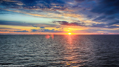 Midnightsun_Lofoten_Norway (Lothar Heller) Tags: lotharheller norwegen lofoten midnightsun mitternachtssonne norge norway skandinavia skandinavien sky