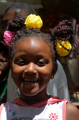 portrait South Africa_5400 (ichauvel) Tags: portrait fillette littegirl fille girl sourire smile coiffure hair face visage exterieur outside capetown lecap afrique afriquedusud southafrica travel voyage people