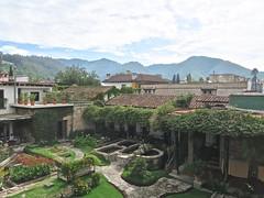 antigua (Micheline Canal) Tags: guatémala maison antugua volcan explosion ruine
