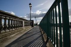 Sur le Pont.... (lyli12) Tags: ombre pont toulouse street rue hautegaronne nikon d7000