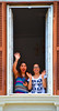 Promessa fotografica (gli italiani parlano con le mani) (Colombaie) Tags: roma pride romapride 2018 gay lgbt lgbtqi lazio capitale omosessuale omosessuali eterosessuali lesbica lesbiche famiglia gente persone marciare diritti umani 9giugno ragazze due finestra salutare via labicana vialabicana