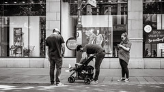 checking (Gerard Koopen) Tags: belgië antwerpen antwerp anvers noir blackandwhite blackandwhiteonly straat street straatfotografie streetphotography life people man men woman child checking fujifilm fuji xpro2 35mm 2018 gerardkoopen gerardkoopenphotography