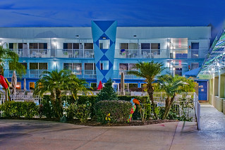 Flamingo Waterpark Resort, 2261 E Irlo Bronson Memorial Hwy, Kissimmee, Florida, USA / Built: 1972 / Floors: 3