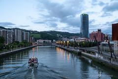 ITSASARGIAK (Juan Ig. Llana) Tags: bilbao bizkaia euskadi españa es nocheblanca torreiberdrola ciudad ría agua cielo río barco farolas colores atardecer puente edificio zb