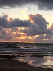 Despertar (Angeles2021) Tags: alborada madrugada despuntareldía aurora alba apple sol mar amanecer