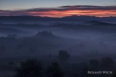 Podere Belvedere (Rolandito.) Tags: europa europe italia italy italien italie toscana toskana val dorcia orcia belvedere podere sunrise mist fog