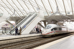 ICE at Liege-Guillemins station (Eric Dankbaar) Tags: architecture architekt db deutschebundesbahn gare guillemins ice liége luik santiagocalatrava station train trein wit
