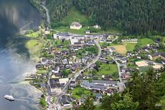 Espelho de água!! (puri_) Tags: austria lago reflexos arvores cidade barco rasto