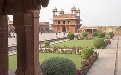 Garden delight (Tim Brown's Pictures) Tags: india uttarpradesh fatehpursikri palace tomb akbar akbarthegreat moghulempire visitors tourism historic architecture buildings color mughal up worldheritagesite unesco