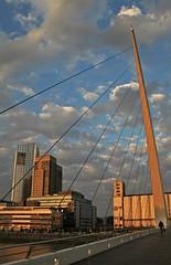 Man on the bridge (carlos_ar2000) Tags: puente bridge puerto port hombre man calle street atardecer fall cielo sky puertomadero buenosaires argentina
