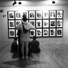 Image meeting ... (Klaus Wessel) Tags: olympus mft omd em10 1240mm dubrovnik kroatien ausstellung fotoausstellung bilder afganistan menschen street streetlife blackwhite bw monochrome
