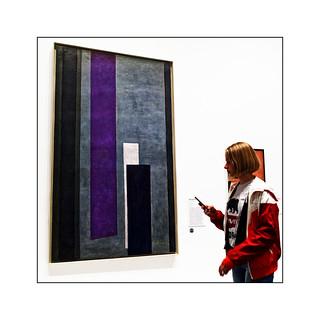 Série expo Kupka : N° 6 - Jeune fille au smartphone -
