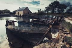 Moulin de Pomper (Stéphane Sélo Photographies) Tags: france moulindepomper paysage pentax pentaxk3ii bateaux blending bretagne dark eau golfedumorbihan landscape morbihan moulin sigma1020f45 water épaves