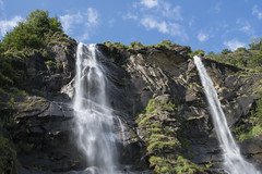 gioia brillante (Paolo Dell'Angelo (JourneyToItaly)) Tags: cascatedellacquafraggia borgonuovo valchiavennasondrio lombardia italia waterfalls italy
