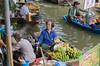 Floating Market (ulrike.heck) Tags: ulrikeheck thailand asien wasser water fluss river boot boat market floating obst gemüse bananen