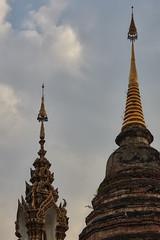 Wat Saen Muang Ma Luang (Thomas Mülchi) Tags: chiangmai chiangmaiprovince thailand 2018 sunny watsaenmuangmaluang wathuakhang sky buddhism buddhisttemple temple changwatchiangmai th