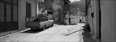 einsam ist es in abseitigen gassen (fluffisch) Tags: fluffisch crete kreta matala kamares greece hasselblad xpan panorama 45mmf40 rangefinder messsucher analog film kodak trix400