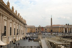 From the Basilica to the Piazza San Pietro (zawtowers) Tags: rome roma italy italia capital city historic roman empire heritage monday 28 may 2018 summer holiday vacation break warm sunny vatican st peters baslica home pope catholic church looking outside piazza san pietro