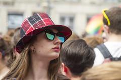 IMG_0270 (leroux.maximilien62) Tags: caen calvados normandie normandy france frankreich pride marche fiertés lgbt hat hut chapeau lunettes glasses sonnenbrillen brillen