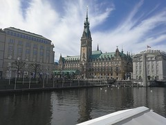Hamburger Rathaus | City hall Hamburg (MLopht | Dortmund) Tags: norddeutschland hamburg stadt city himmel wolken haus architektur kultur gebäude binnenalster alster rathaus townhall cityhall wasser huawei p10