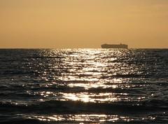 Viaggi per mare (RobAnt57) Tags: nave mare tramonto