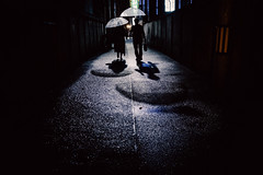 秘め事 -secret- (tomorca) Tags: couple umbrella people night street alley rain fujifilm xt2 shadow