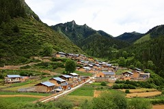 Gagong Village 尕古村 (YY) Tags: village gansu gannantibetanautonomousprefecture china 益哇乡 甘肅 甘南藏族自治州 甘南 mountain gagongvillage 尕古村 têwocounty
