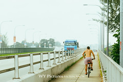 2018 Singapore. Cyclist on Nicoll HIghway on hot day. (Wing Yau Au Yeong) Tags: bicycle cars cycling cyclist fog foggy halfnaked highway hotday hotweather nicollhighway polluted pollutedair pollution riding shirtless singapore smog smokey topless truck vehicles warmday warmweather sg