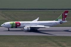 TAP Air Portugal Airbus 330-202 CS-TOL (c/n 877) (Manfred Saitz) Tags: vienna airport schwechat vie loww flughafen wien tap airportugal airbus 330200 a332 332 cstol csreg
