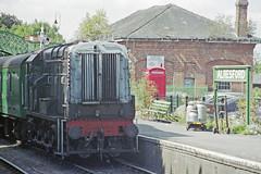 Class 08 D3358 at Alresford Station, 31 Aug 2000 (Ian D Nolan) Tags: railway mhr station 35mm epsonperfectionv750scanner alresfordstation br 060d class08 d3358