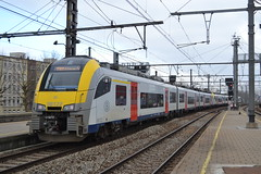 SNCB 08122 (Will Swain) Tags: antwerp berchem station 6th march 2018 société nationale des chemins de fer belges train trains rail railway railways transport travel vehicle vehicles europe sncb belgium nmbs north northern 08122