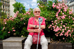 Street - A flower among the flowers (François Escriva) Tags: crutch paris france street streetphotography candid olympus omd roses pink sunglasses clouds sun light sky colors green blue old elder woman people