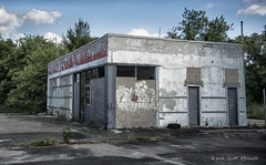 Abandoned Gas Station (scottnj) Tags: 365the2018edition 3652018 day155365 04jun18 abandoned gasstation servicestation 365project scottodonnellphotography scottnj peelingpaint abandonedplaces abandonedbuilding abandonedbuildings abandonedplacesinamerica coolabandonedplaces abandonplaces theabandoned desertedplaces abandonedamerica leftbehind forgotten urbex urbanexploring urbanexplorers ue urbanphotography urbanadventure exploreusa moderndayexplorers urbanstories rurex urbanart urbandecay undercity uer collapsing debris decay decaying rust patina weathered rustic nostalgia