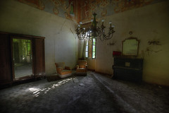 """"""" VILLA BEDROOM """" (Wiffsmiff23) Tags: urbex abandoned dramatic decay derelict italy shadows light reflections reflection mirror bedroom chandellieur"""