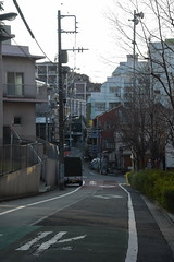 tokyo7162 (tanayan) Tags: town cityscape tokyo japan nikon v3 東京 日本 urban road street alley slope minamimotomachi 南元町 shinjyuku 新宿区