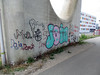 beton (Lackdosetoleranz) Tags: wien vienna lackdosetoleranz 1100 graffiti crossing throwup color bunt farbklecks neubau message writingonthewalls paintedwalls