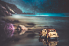 Under the stars (Ro Cafe) Tags: 52semanas52palabras helios58mmf2 reflections reflejos toy car citroen miniature seascape bokeh nikond600 extensiontubes