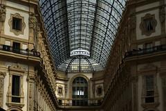 A naso in sù... (carlo612001) Tags: galleria milano italia galleriavittorioemanuele arte architettura stile art artist architecture milan italy style oldstyle italianstyle fuji