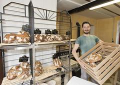 _MG_1269-1 (patrickpieknyj) Tags: boulangerie magasin mercredi personnes rémybobier