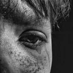 Lacrima (Claudia Celli Simi) Tags: lacrima viso volto occhio tristezza sguardo bw bn biancoenero blackandwhite contrasto monocromo