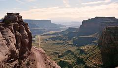 CANYONLANDS - SHAFFER TRAIL (AlCapitol) Tags: canyonlands shaffertrail nikon d5200 utah route road canyon paysage falaise montagne islandinthesky