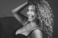 La curva más bonita de una mujer es su sonrisa. (dMadPhoto) Tags: retratos portraits boudoir eyes glance mirada ojos smile sonrisa risa belleza beauty girls woman women hair pelo madrid bn bw bnw dmadphoto
