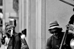 Street music (jaume zamorano) Tags: music musician blackandwhite blancoynegro blackwhite blackandwhitephotography blackandwhitephoto blackandwite catalunya barcelona d5500 gente monochrome monocromo nikon noiretblanc nikonistas people street streetphotography streetphoto streetphotograph urban urbana