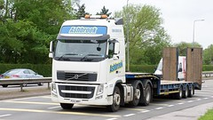 PO13 WMY (Martin's Online Photography) Tags: volvo fh3 truck wagon lorry vehicle freight haulage commercial transport a580 leigh lancashire lowloader flatbed nikon nikond7200