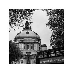 (schan-photography.com) Tags: bw blackandwhite monochrome canoneos5dmarkii canonef24105mmf4lisusm canon 24105mm f4 london methodistcentralhall trees bus building architecture