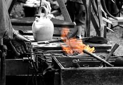 La forge médiévale (Terra Pixelis) Tags: mine nikond810 forgeron feu alsace hautrhin steinbach médiéval outil