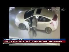 Cantor tem carro baleado em estrada no Rio de Janeiro (portalminas) Tags: cantor tem carro baleado em estrada no rio de janeiro