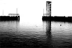 000520 (la_imagen) Tags: bodensee laimagen lakeconstanze lagodiconstanza lagodeconstanza friedrichshafen moleturm sw bw blackandwhite siyahbeyaz monochrome harbour liman hafen silhouette siluet