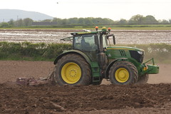 John Deere 6215R Tractor with a Reeke Ridge Former (Shane Casey CK25) Tags: john deere 6215r tractor reeke ridge former fermoy traktor traktori tracteur trekker trator ciągnik potato potatoes spuds spud tatties sow sowing set setting drill drilling tillage till tilling plant planting crop crops cereal cereals county cork ireland irish farm farmer farming agri agriculture contractor field ground soil dirt earth dust work working horse power horsepower hp pull pulling machine machinery grow growing nikon d7200 jd green